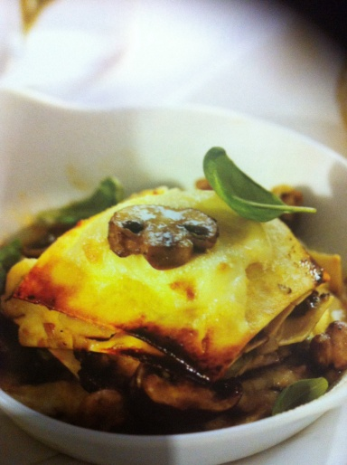 Serves 6 - 8 Supplement ordinary mushrooms with chestnut, chanterelle, portobello, oyster, porcini or shiitake mushrooms to make this lasagne a taste sensation.
